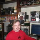 я дома у аудио и видеотехники,и принадлежностей к ним