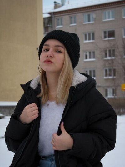 Знакомства Кировград, фото девушки Лиза, 21 год, познакомится для флирта, любви и романтики